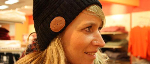 Mütze mit Bluetooth-Anschluss