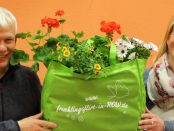 Holger und Wenke mit der Frühlingsflirt-Tasche