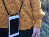 Tbags sind Handyhüllen, mit denen sich Smartphones direkt am Körper tragen lassen.